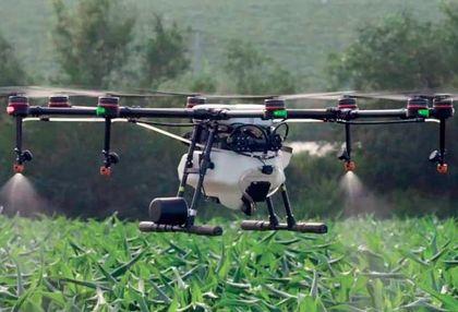 2. kép: Permetezést végző drón (DJI Agras MG-1, Kína). Helyspecifikus és okszerű kijuttatással a vegyszerszükséglet a töredékére csökkenthető