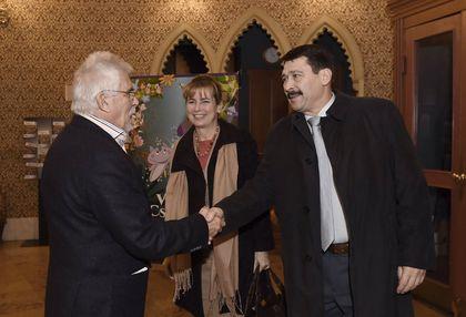 Áder János köztársasági elnökés Mikulás Ferenc, a Kecskemétfilm Kft. ügyvezető igazgatója az Uránia Nemzeti Filmszínházban