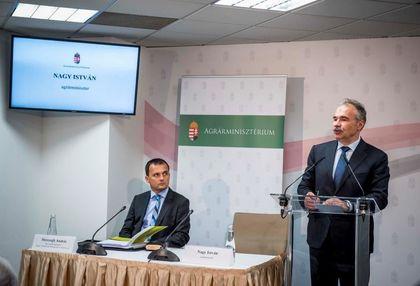 Nagy István agrárminiszter és Herczegh András, az Agrár-Vállalkozási Hitelgarancia Alapítvány igazgatója