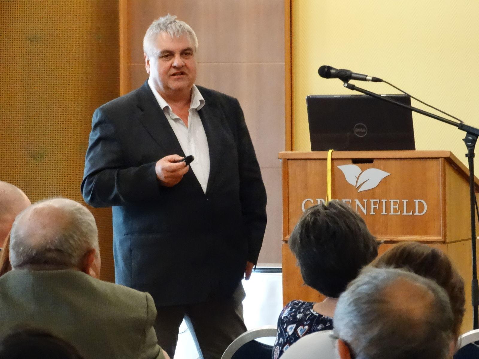 Both Gyula: 2000 óta körülbelül 100 újonnan felfedezett károsító okoz súlyos kártételeket a termelőüzemekben és a közparkokban