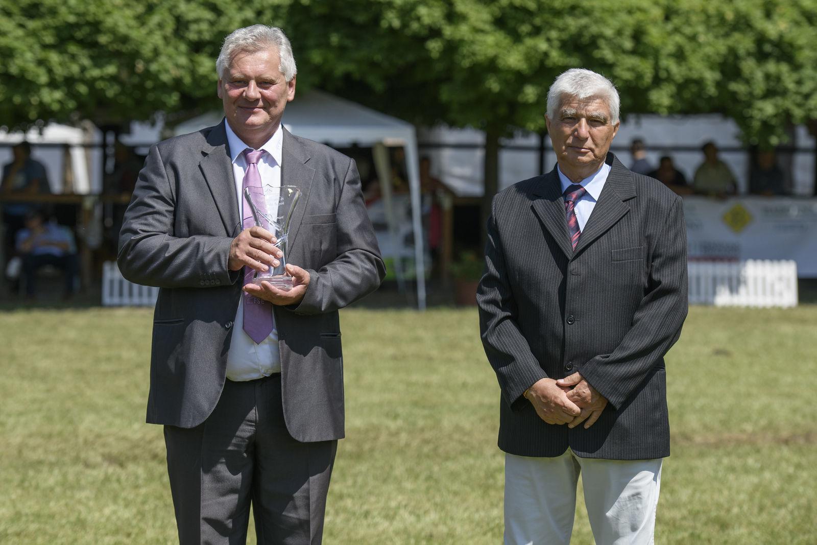 A díjat Eicher József, az egyesület ügyvezető igazgatója vette át Mihók Sándortól, MÁSZ alelnökétől.