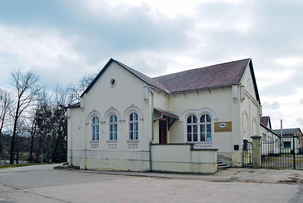 Az erdészet irodaépülete az egykori Esterházy-kastélyban 0e0c8690db