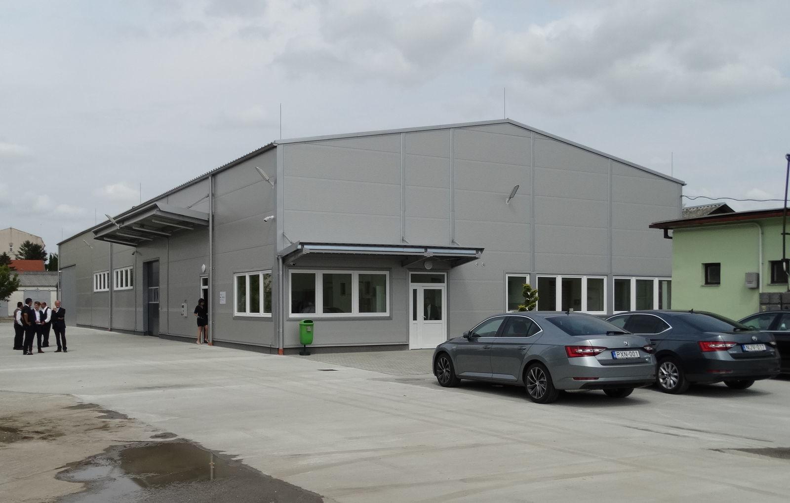 A létesítmény 150 millió forintos pályázati támogatással, összesen 256 millió forintból fél év alatt épült föl