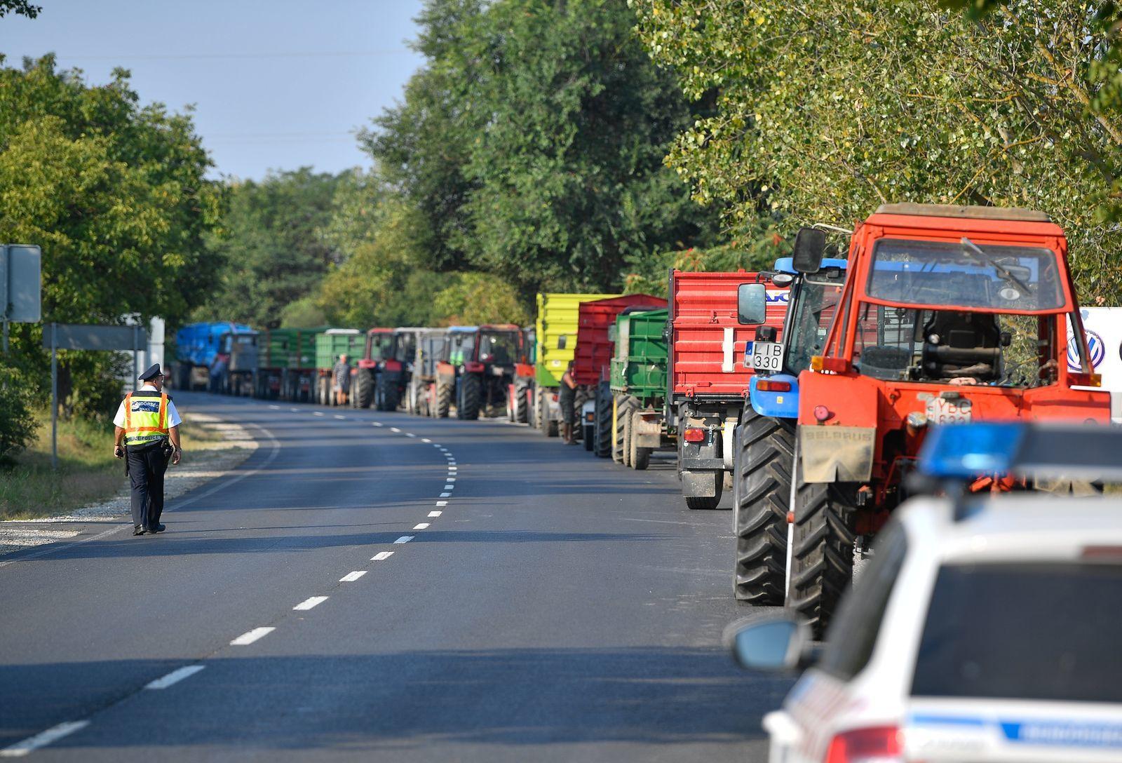 Vásárosnaményban továbbra is demonstrálnak a gazdák az Austria Juice Kft. 13 forintos felvásárlási ára ellen