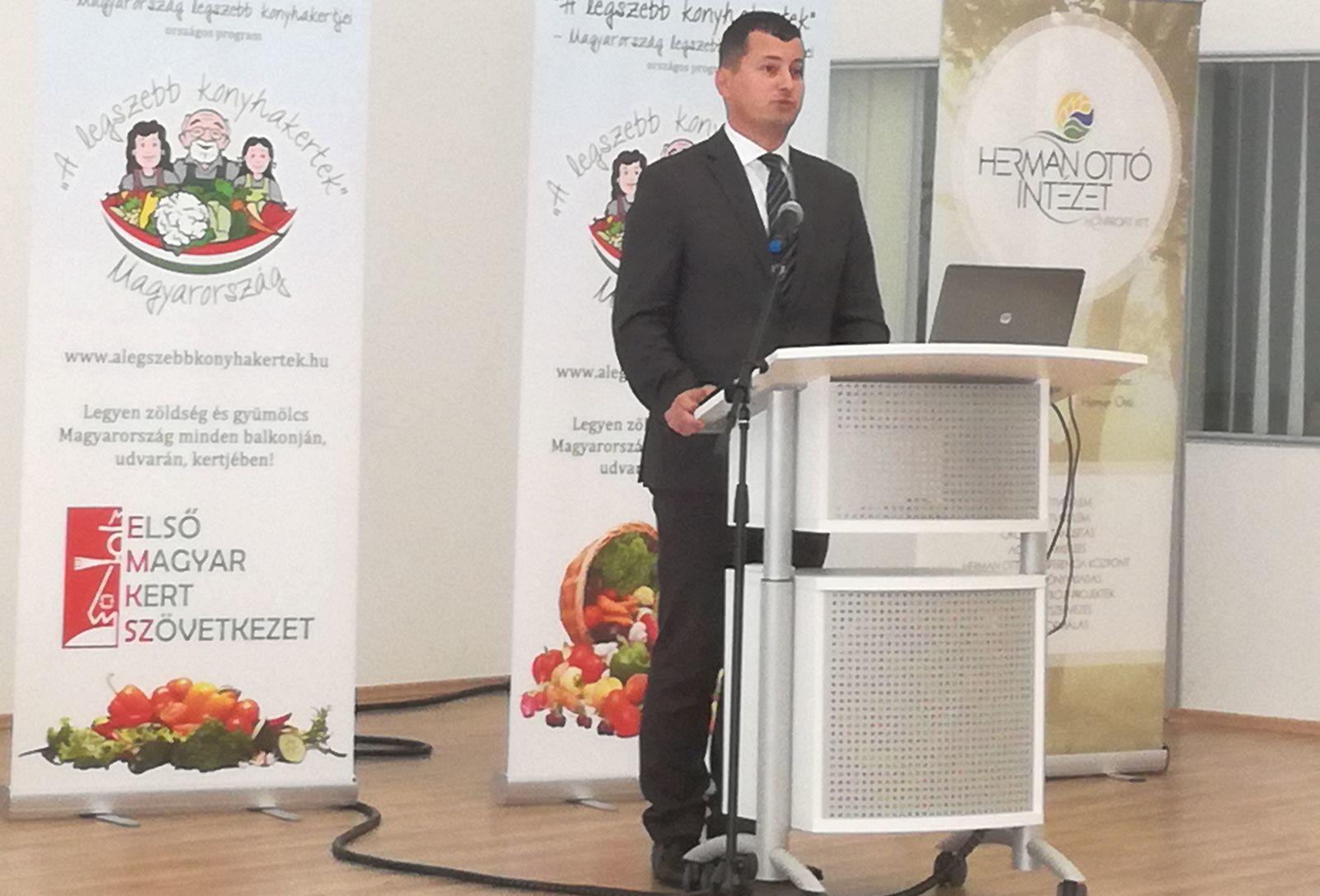 Kis Miklós Zsolt: A Legszebb konyhakertek – Magyarország legszebb konyhakertjei program egy olyan sokcélú, komplex kezdeményezés, amely generációkat képes megszólítani és összekötni, szemléletet formál