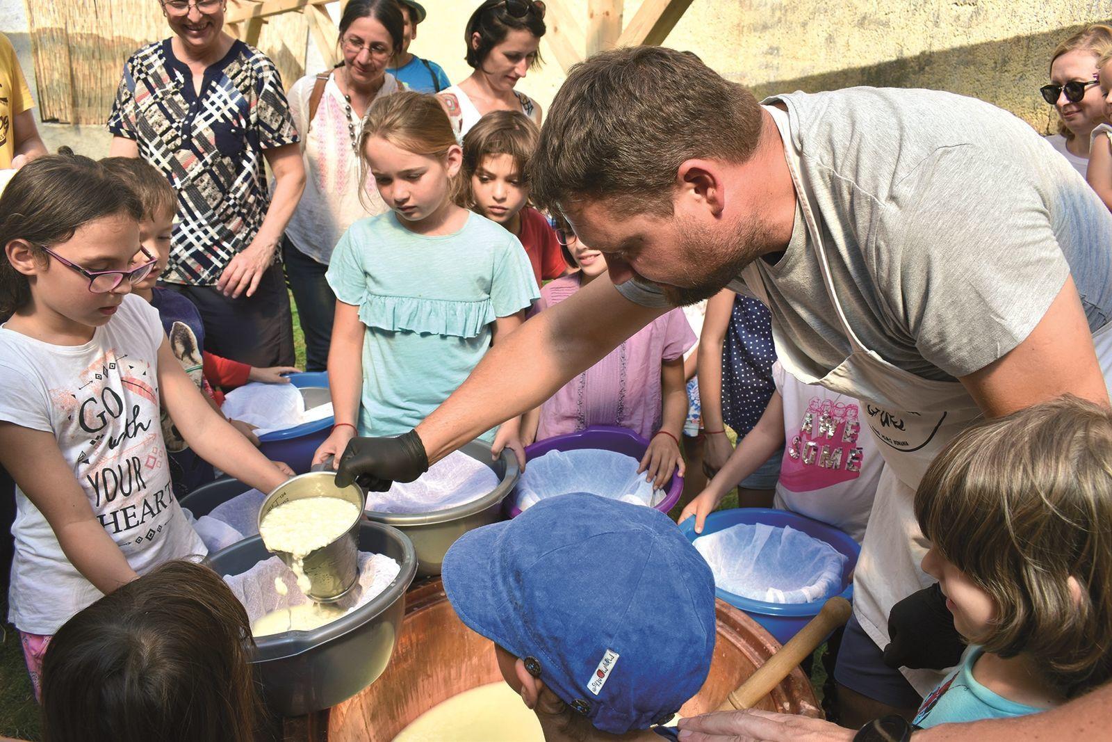 A sajtműhely udvarán családi és gyerekfoglalkozásokat is tartanak