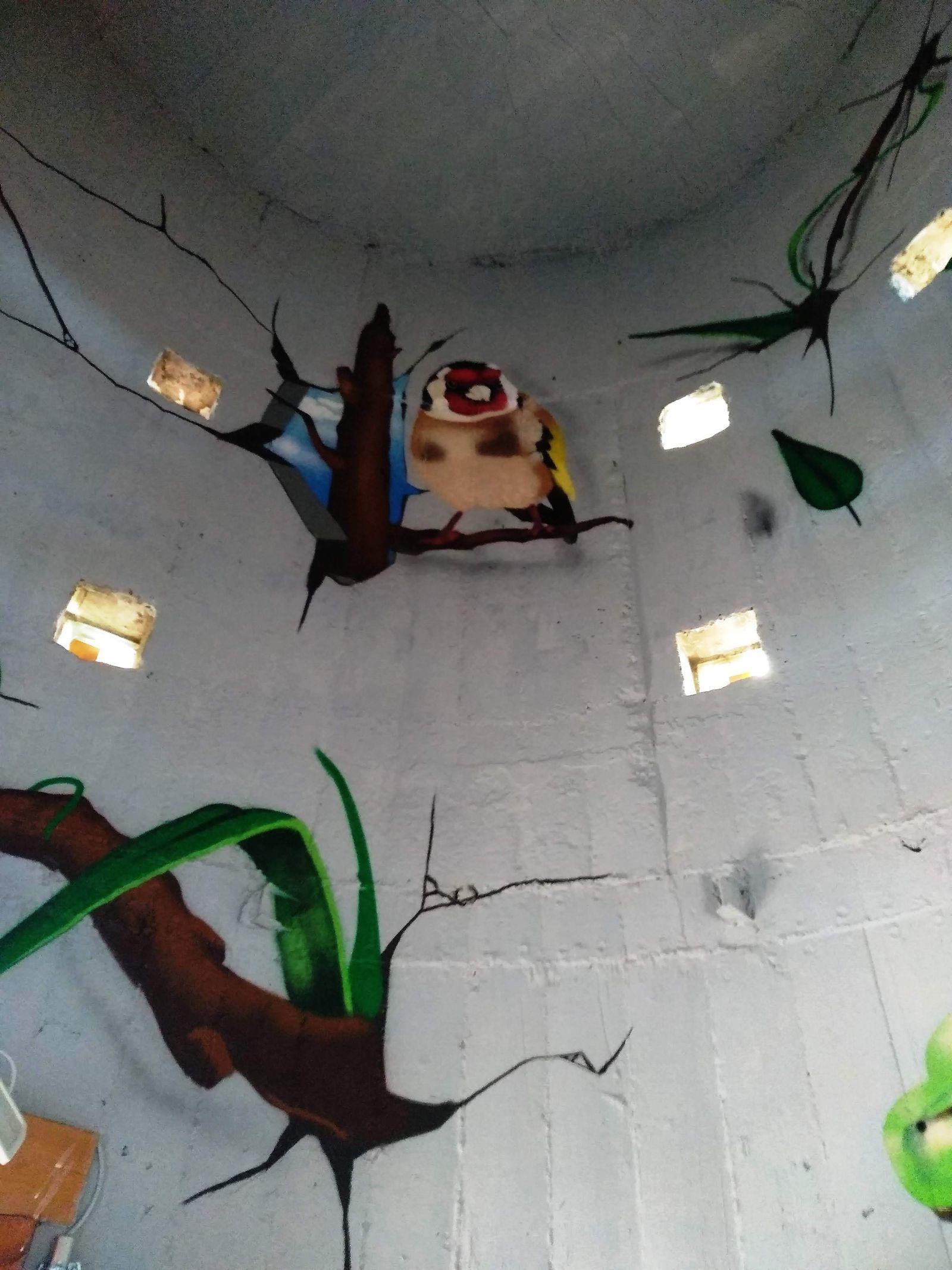 A belső palástot színes graffitik díszítik