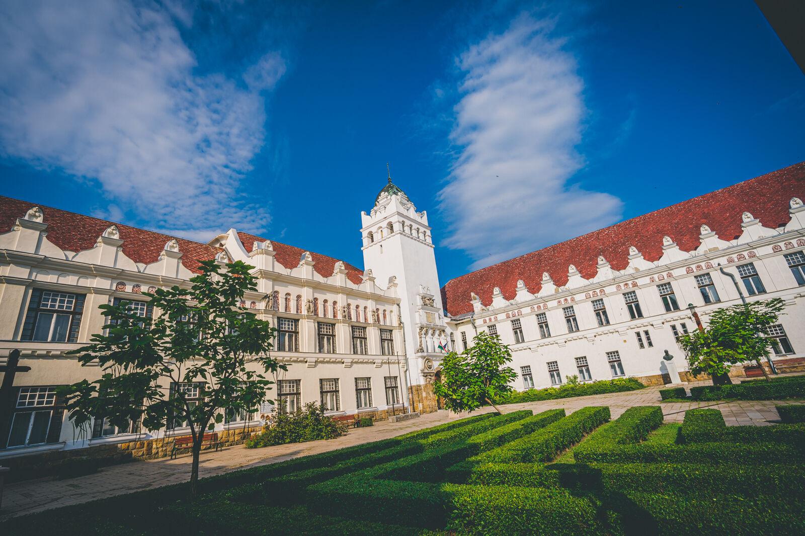 hogy ez egy egyetem)